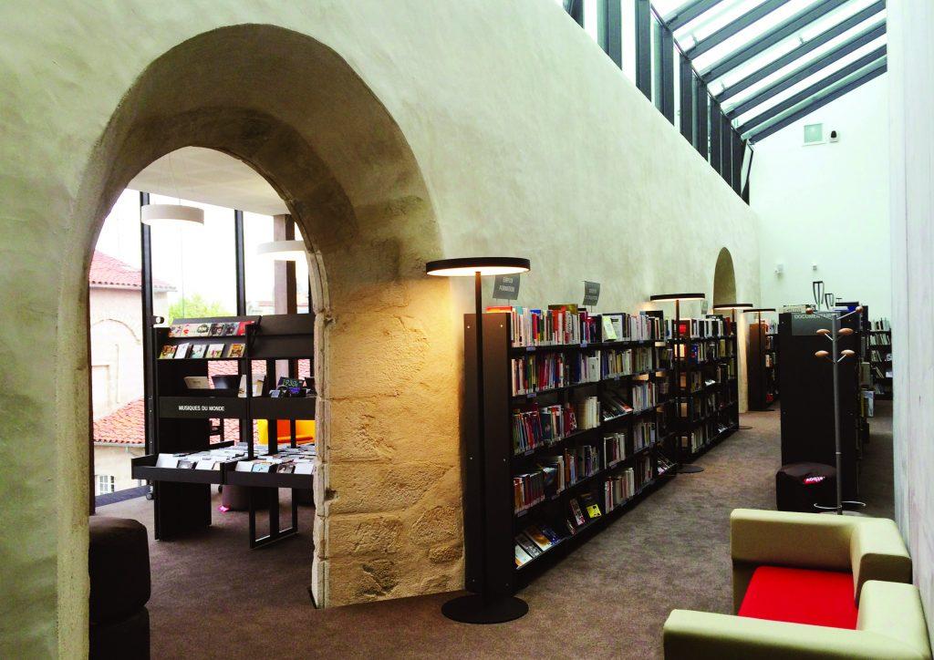 http://www.rivat-architecte.fr/wp-content/uploads/2017/03/BOOK-mediatheque17.03.0623-1024x724.jpg