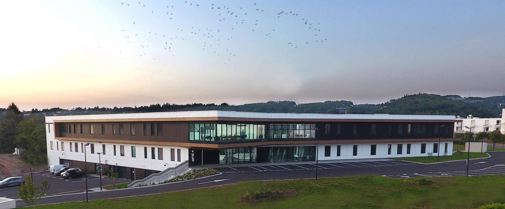 ARTICLE LE MONITEUR : L'Atelier d'Architecture RIVAT se fait un nom dans les bâtiments passifs